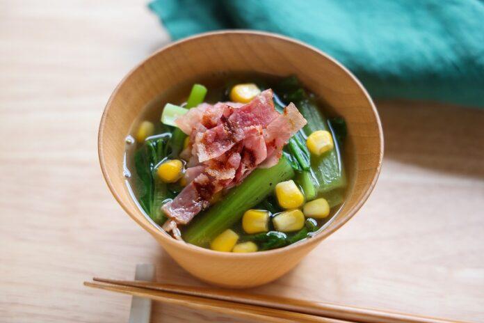 【夏みそ汁】カリカリベーコンと小松菜のバターみそ汁